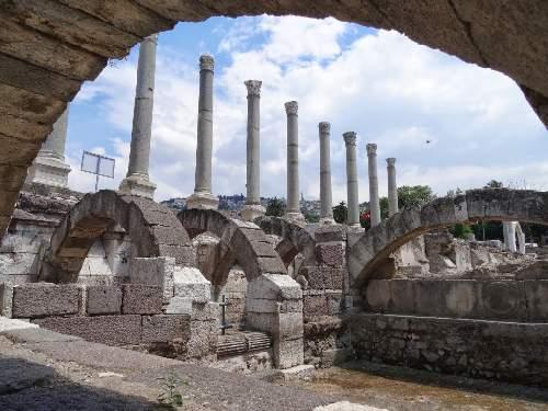 https://gezgince.com/Makale/35/466/7/28/98619ae394ca89d76e2fe1f5f996847d81d37f19/social/agora-oren-yeri-antik-kent.jpeg
