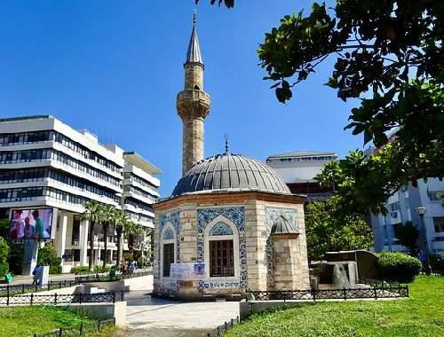 https://gezgince.com/Makale/35/466/7/8/27a017588f7b00ecd19a0c7871880990dad93576/social/190__yali-konak-mosque.jpeg