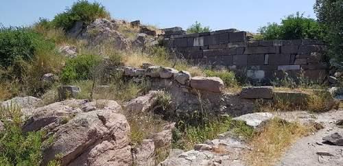 https://gezgince.com/Makale/35/478/7/28/f54f6a40eb6100fa8e22060da96999dfcae1411d/social/erythrai-arkeolojik-oren.jpeg