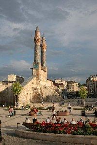 cifte-minareli-medrese